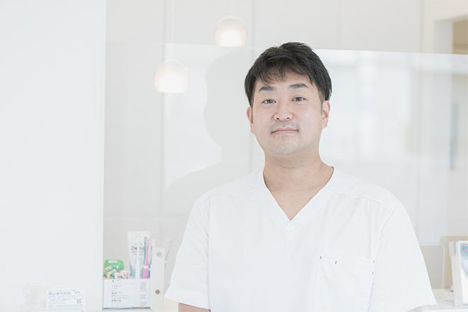 口腔外科出身の歯科医師が専門的な技術・豊富な経験をもとに地域の方々へ安心・安全な親知らずの抜歯をご提供